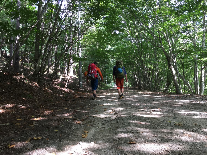 西沢渓谷小屋に向かうジャイアンとアイアンマン。